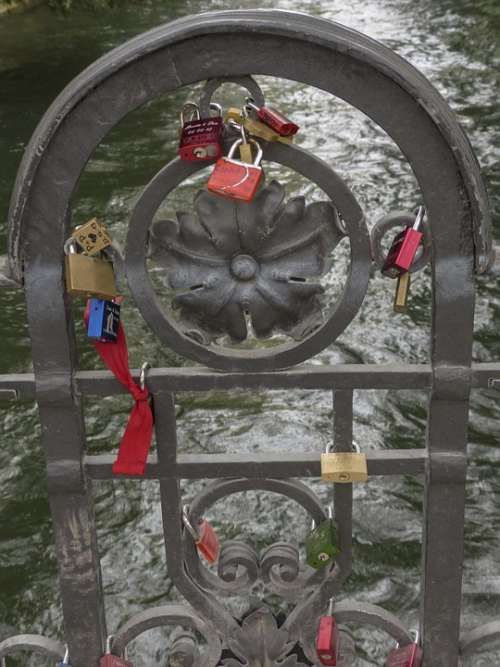 Hanging Locks Engravings Relationship Love Gravure