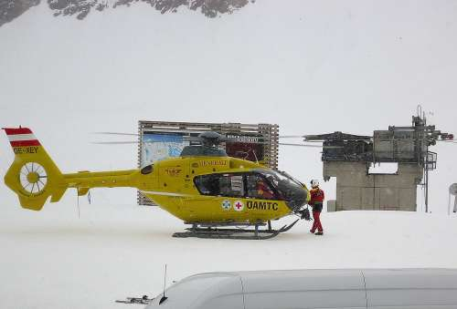 Helicopter Emergency Topr The Crew Help Winter