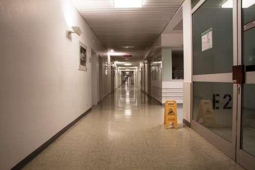 Hospital Floor Gang Wide Very Long Warnschild E2