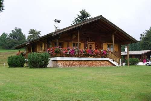 House Mountain Green Wood Baita