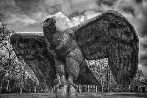 House Thorn Eagle Statue