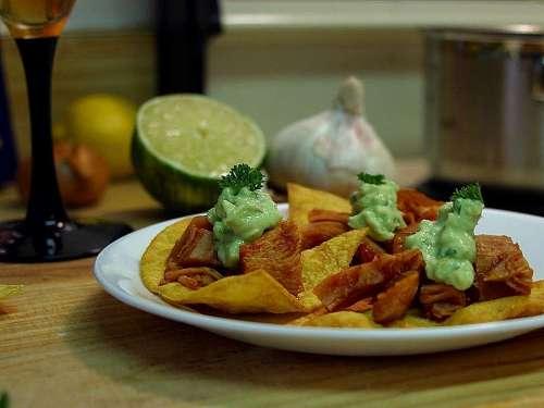 Kitchens Garlic Chips Paltes Limes Nachos Drink