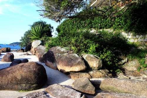 Landscape Rocks Cottage