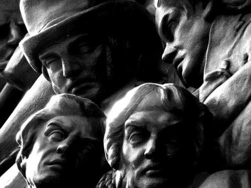 London Effects Trip Famous Square Statue