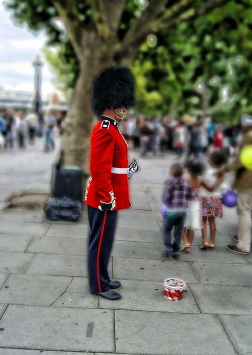 London Guard Buckingham Palace Officer English