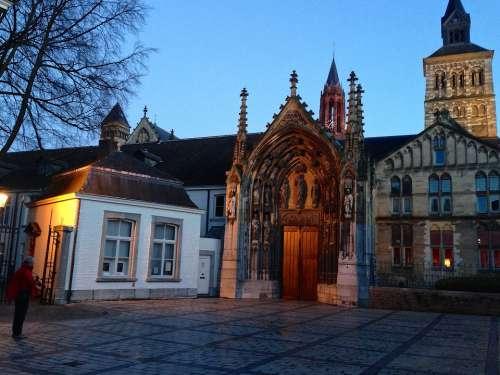 Maastricht St Servatius Evening