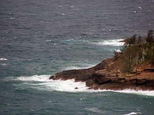 Mar Waves Rock Atoll