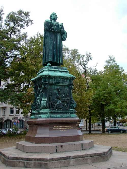 Martin Luther Monument Still Image Bronze