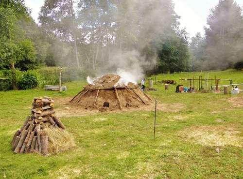 Meadow Smoke Smoking Köhler Mud Hut Craft