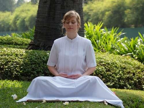 Meditate Woman Buddhist Wat Phra Dhammakaya Temple