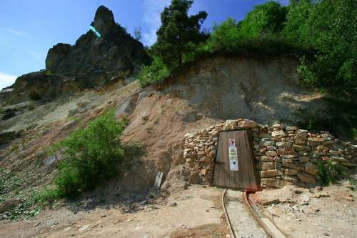Mine Entrance Door Underground Rail Railroad