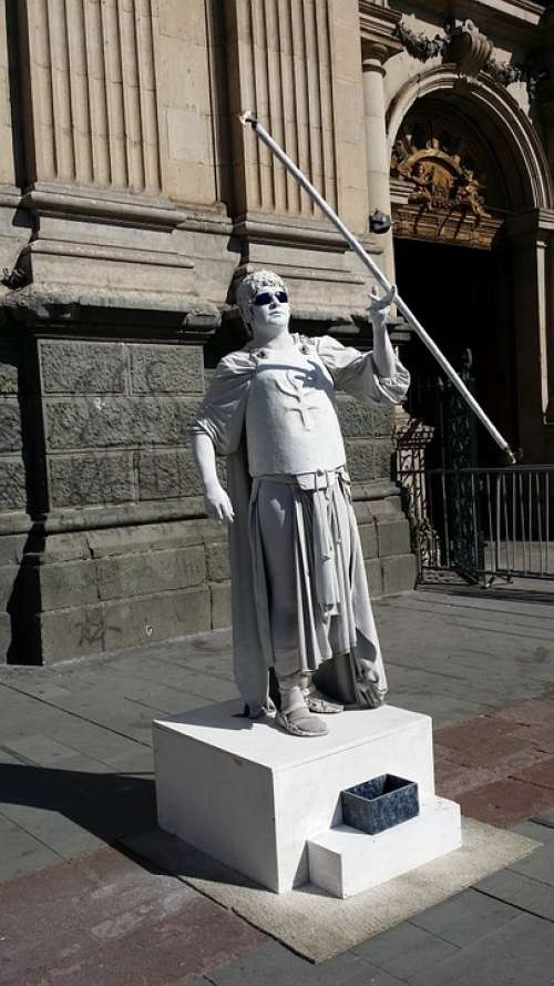 Model Guardsmen Dress Up Statue Man Cheats