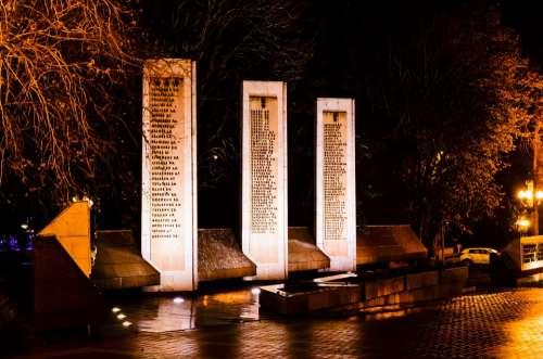 Monument Night Rain