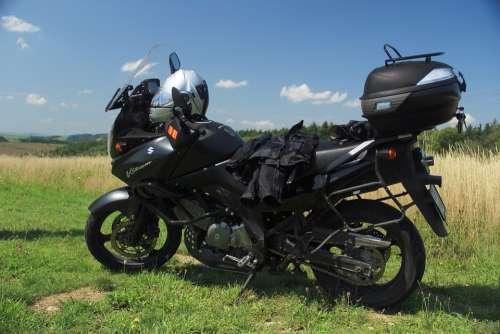 Motorcycle Suzuki V-Strom Pause Break