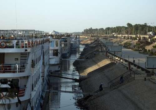 Nile Cruisers Nile Egypt Moorings River Gantries