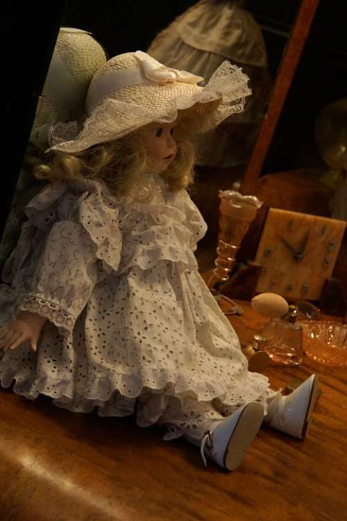 Old Doll Toy Museum
