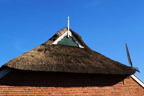 Old Fehnhaus Gable Thatched Cover East Frisia