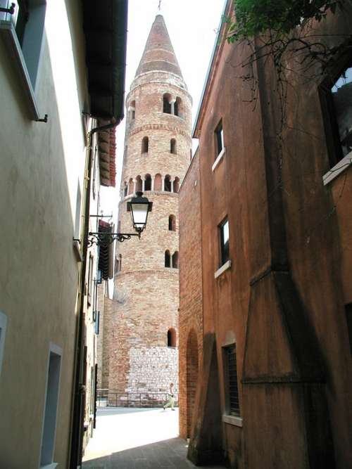 Historic Center Alley Passage Church Askew Italy