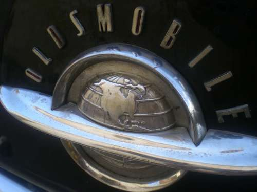 Oldtimer Oldsmobile Cuba Chrome Logo Auto Cooler