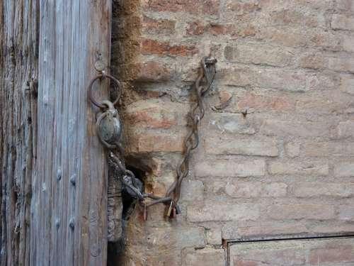 Padlock Chain Wall Gate