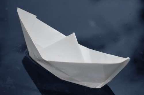 Papierschiff Paper Ship Water Tinker Energy Force
