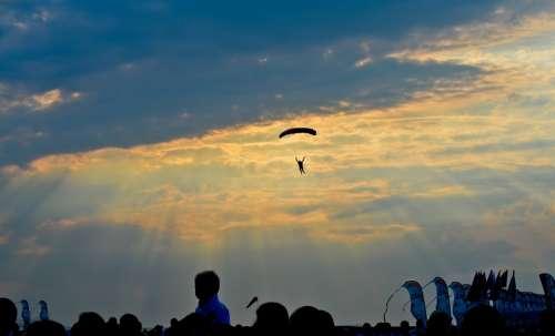 Parachuting Paragliding Parachute Sports Thrilling