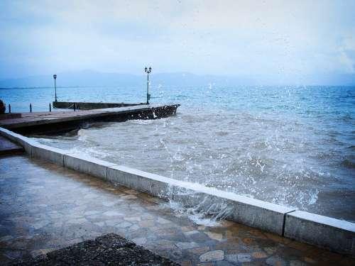 Peer Water Splash Storm Rain Drops Of Water