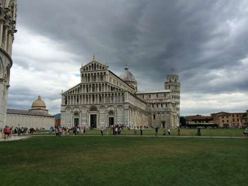 Pisa Piazza Del Miracoli Santa Maria Assunta