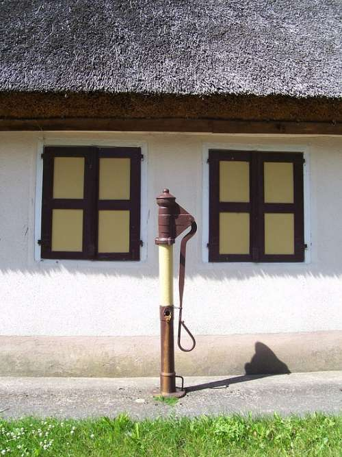 Pivoting Pump Pump Farmhouse Village Thatched Roof