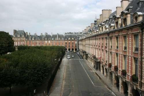 Place De Vosges Facades Paris