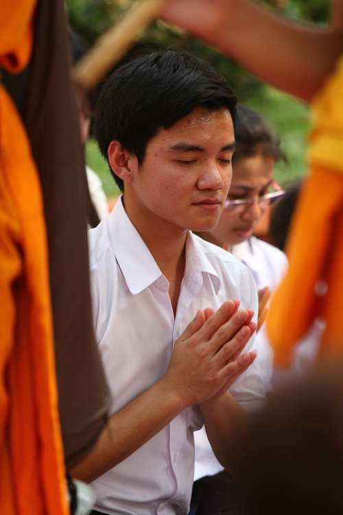 Pray Buddhists Rose Petals Walk Monks Tradition