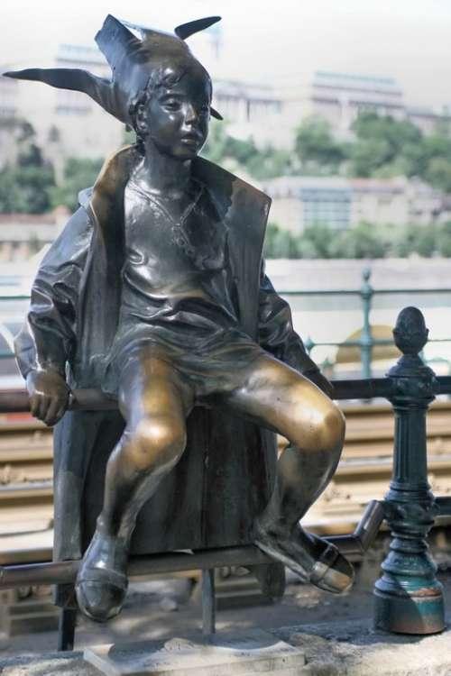 Princess Hungary Budapest Danube Statue