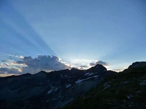 Pyrénées Mountain Sun Rise
