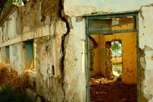 Ruin Old Ruins Door Old Building Adobe Cracks