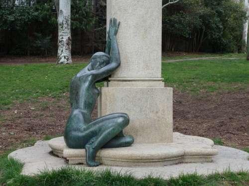 Sculpture Women Bronze Knees Arms Park Green