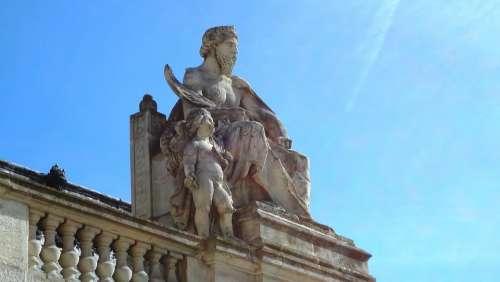Sculpture Louvre Paris