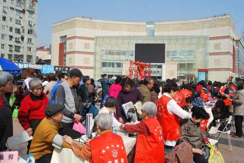 Shanghai Community Activities Old Age Free Clinics