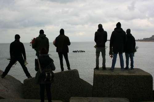 Silhouettes People Scheveningen Flowers Memorial