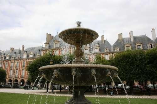 Source Place Des Vosges Paris