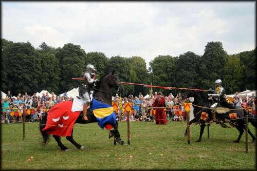 Spectacular Knight Knights Horses Lances