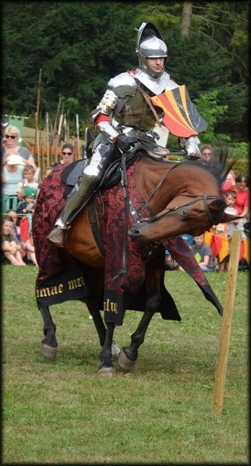 Spectacular Knight Knights Horses Lances