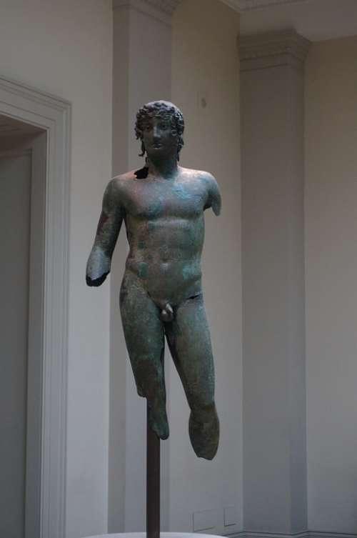 Statue Arm Museum