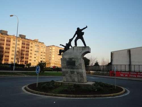 Statue Sculpture Iron Bronze Roundabout Plaza