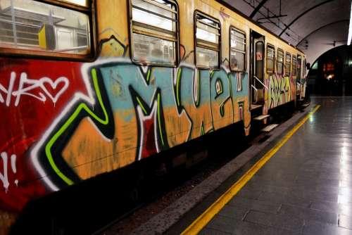 Train Rome Wagon Sprays Italy