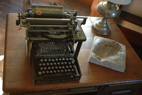 Typewriter Remington Antique