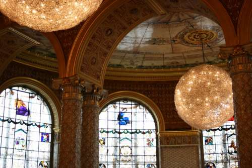 Victoria And Albert Museum Arcos Balls Decoration