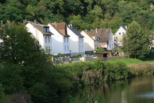 Village River Bank Uferstrase Near Shore Lhn