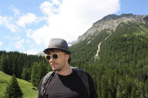 Wanderer Man Tourist Touri Sunglasses Vacations