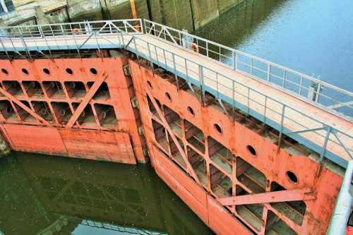Water Canal Gate Lock Heavy Crimson
