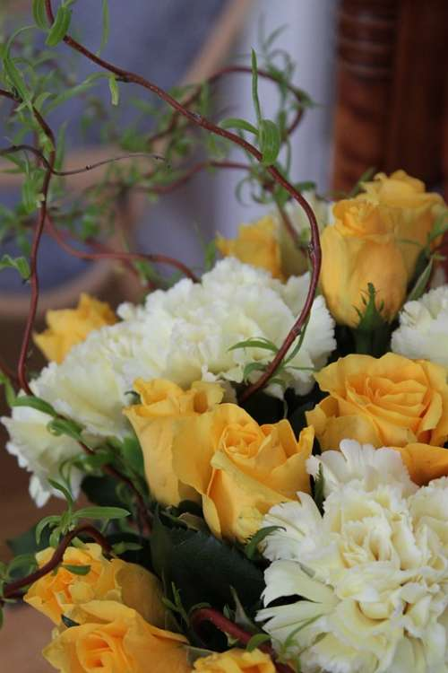 Yellow Rose Bouquet Flower Bloom Ivy White